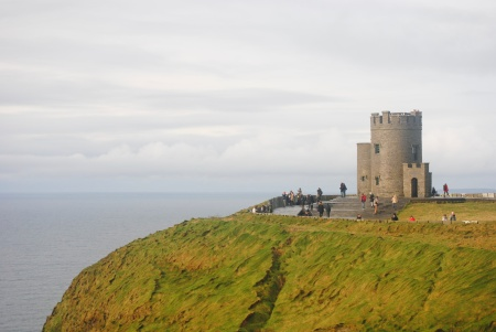 Here we see O'Briens Tower, the highest point of the Cliffs of Moher, and a ruin strongly associated with ~traditional~ Irish music for some reason that nobody could seem to provide.