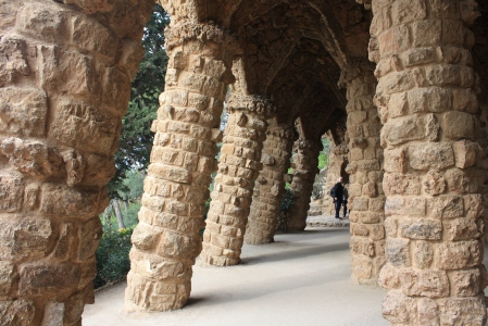 Here's a picture from Park Güell. Unfortunately, we were not able to visit the mosaics of the park, but we were able to tour the national park that surrounds it: a picturesque area that immerses you in a forest and rugged architecture.